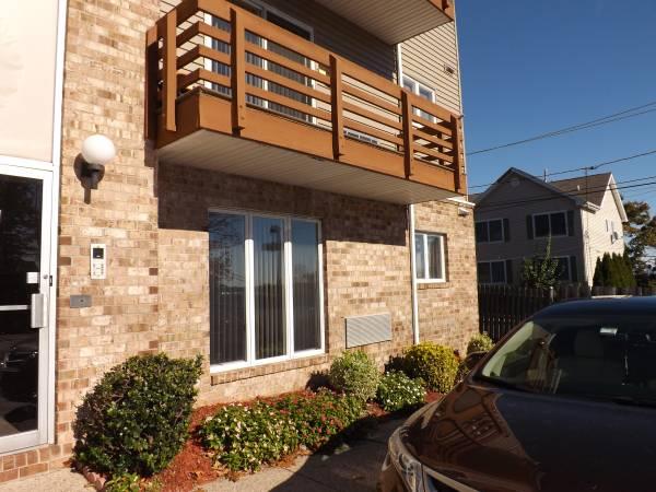2 Bedroom Condo For Rent in Belleville